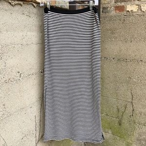 GAP Black & White Striped Long Maxi Skirt - B3